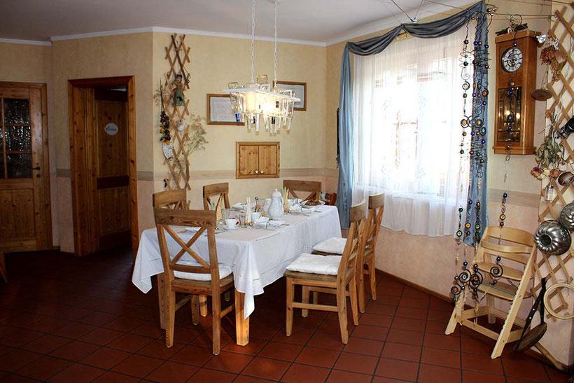 RIVERsideHOME, Bruckneudorf; guesthouse with nature garden; near Vienna, Bratislava und McAthurGlenn Outlet, Room