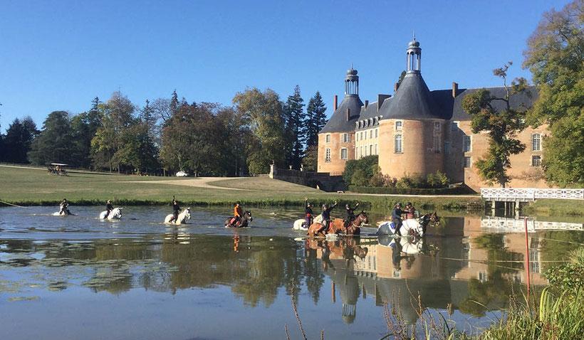 Stages d'automne à cheval ou à poney, balade au château de St Fargeau