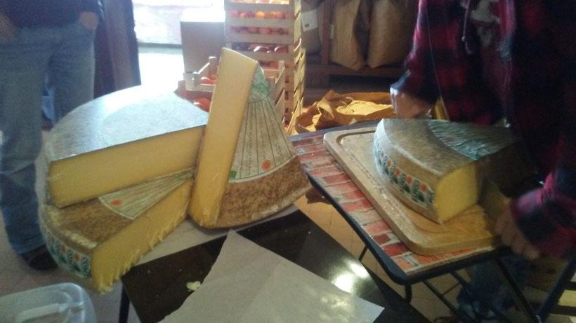 Le Comté de la Chapelle des bois dans le Jura est en vente à l'Épicerie du buffet de la Gare à Veynes