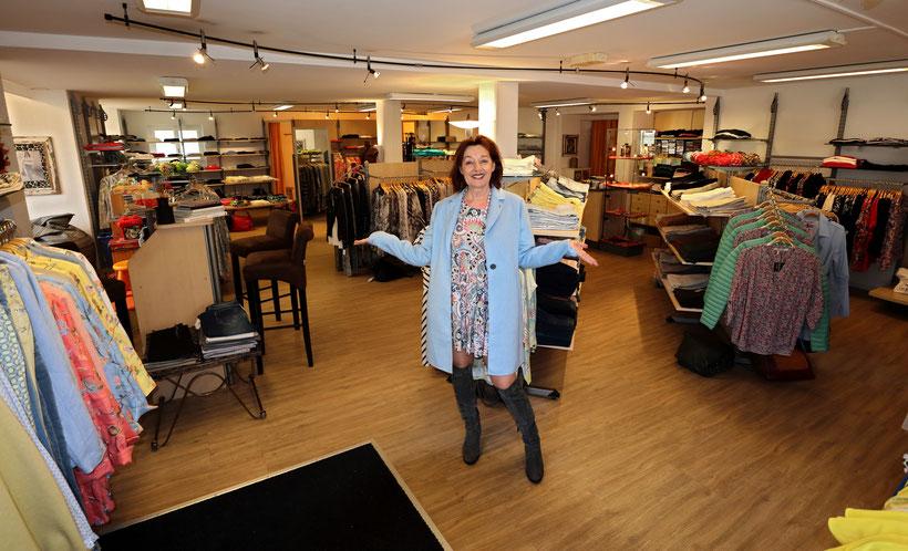 Geschäftsinhaberin Maya's Fashion House