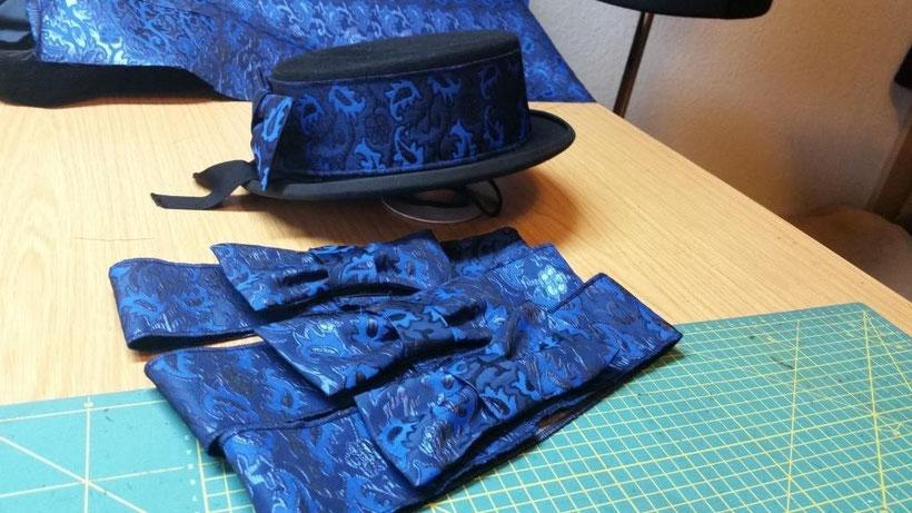 blaue Hutschleifen für Zylinder