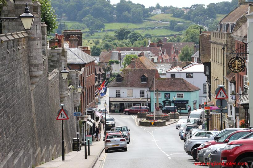 8 traumhafte Reiseziele in Südengland: Blick entlang der Straßen in Arundel, Sussex, England