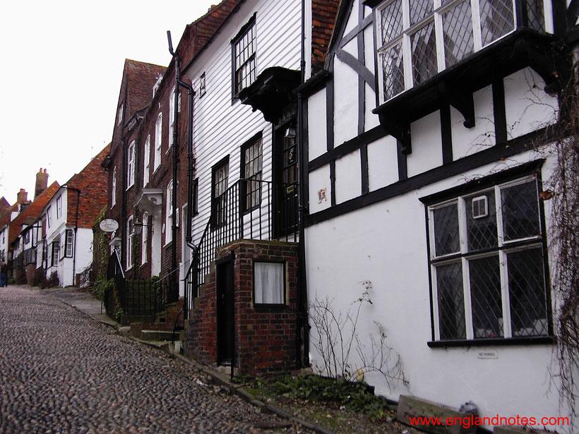 Blick auf die mittelalterlichen Straßen in Rye, England, einem einstigen Mitglied der Cinque Port Confederation.