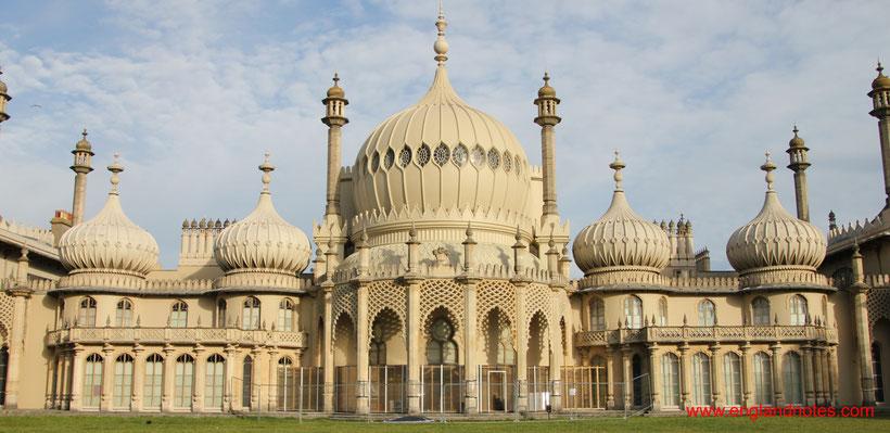 Die 10 schönsten Küstenorte in Südengland: Blick auf den Royal Pavilion in Brighton, England