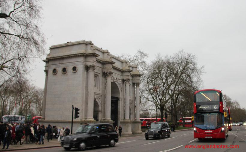 Londons rote Doppeldeckerbusse - die Routemaster: am Marble Arch zum Hyde Park.