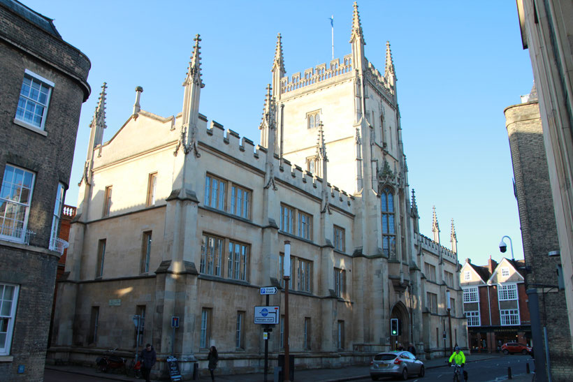 Sehenswürdigkeiten und Reisetipps Cambridge: Pitt Building der University of Cambridge