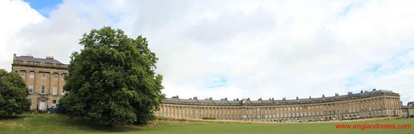 Sehenswürdigkeiten und Reisetipps Bath, England: Royal Crescent vom Royal Victoria Park
