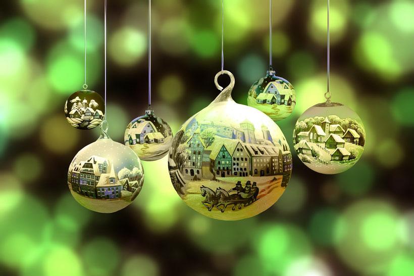 Englische Weihnachtstraditionen: Christmas Carols, Weihnachtsfeiern und Weihnachtsmärkte