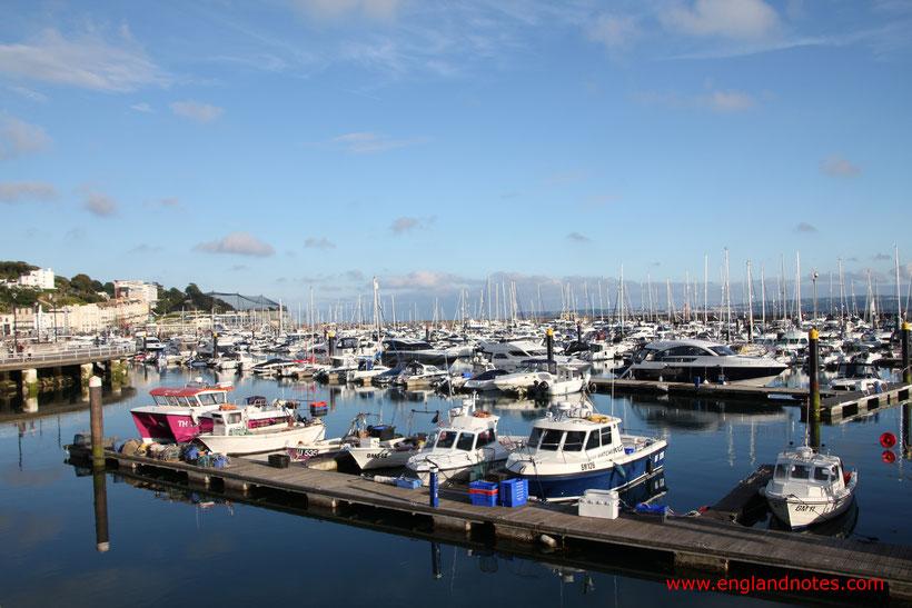 8 traumhafte Reiseziele in Südengland: Blick auf den Hafen von Torquay an der Englischen Riviera, Devon, England