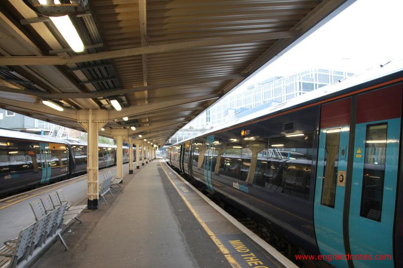 Mit dem Zug durch England reisen: Nahverkehrszüge
