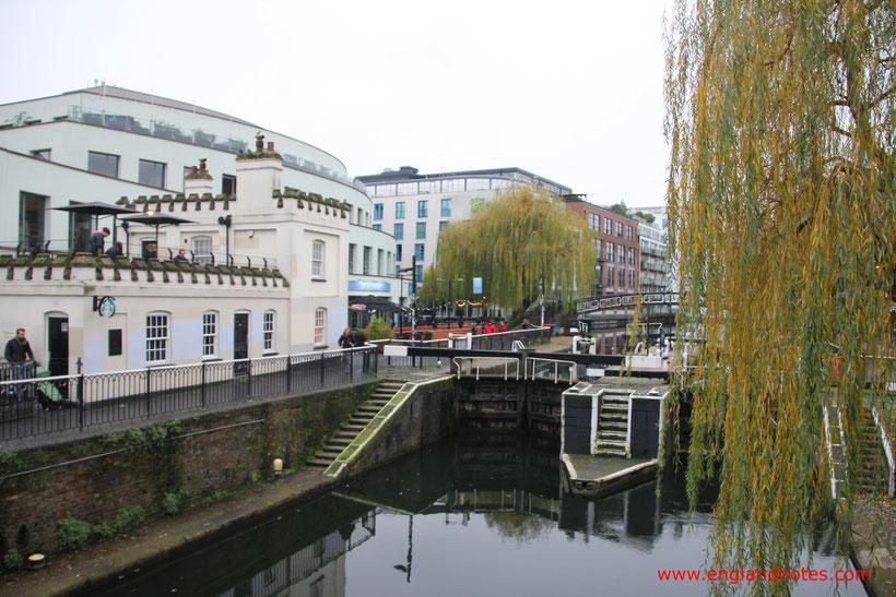Die 10 besten Flohmärkte in London: Kanal bei Camden Lock Market und Camden Stables Market.