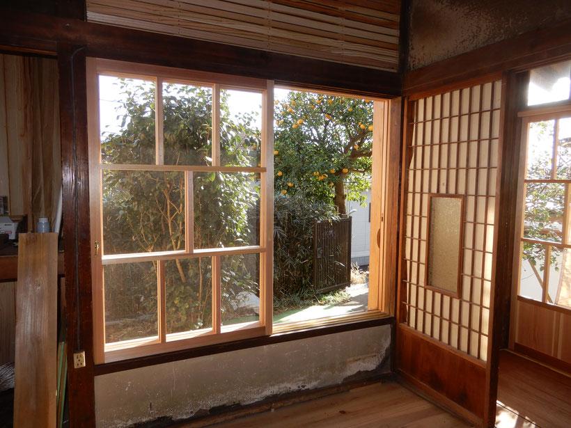 古民家再生 木製建具 和室肘掛け窓
