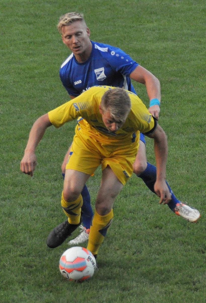 Der ehemalige VfL-Spieler Thilko Boekhoff im Duell mit Lukas Koets.