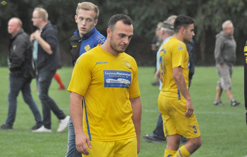 Voller Einsatz blieb ohne Belohnung. Enttäuscht verließen die VfL-Spieler (hier: Arne Zimmermann und Giorgi Goguadze) das Feld.