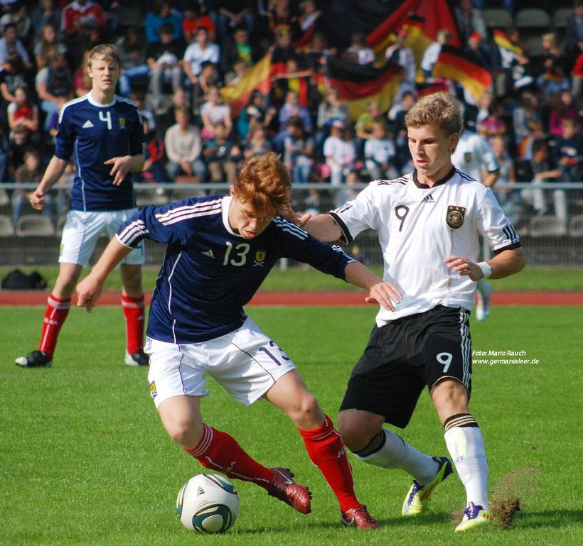 Die Nachwuchs-Teams des DFB waren stets ein Sprungbrett für Talente: Unser Foto zeigt Timo Werner (rechts) als U15-Nationalspieler. Inzwischen ist er 19 Jahre und eine feste Größe in der Bundesliga-Mannschaft des VfB Stuttgart,