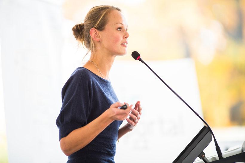 Besser reden & Reden halten. Bühnenpräsenz und Performance. Motivieren und Überzeugen statt Langweilen. Analyse, Beratung, Coaching, Training, Service