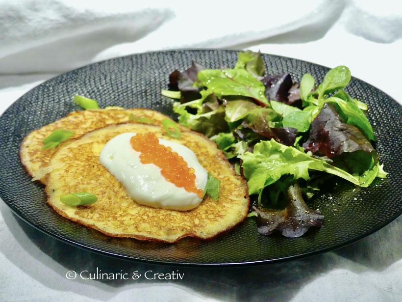Feine Kartoffelpuffer mit Forellenkaviar