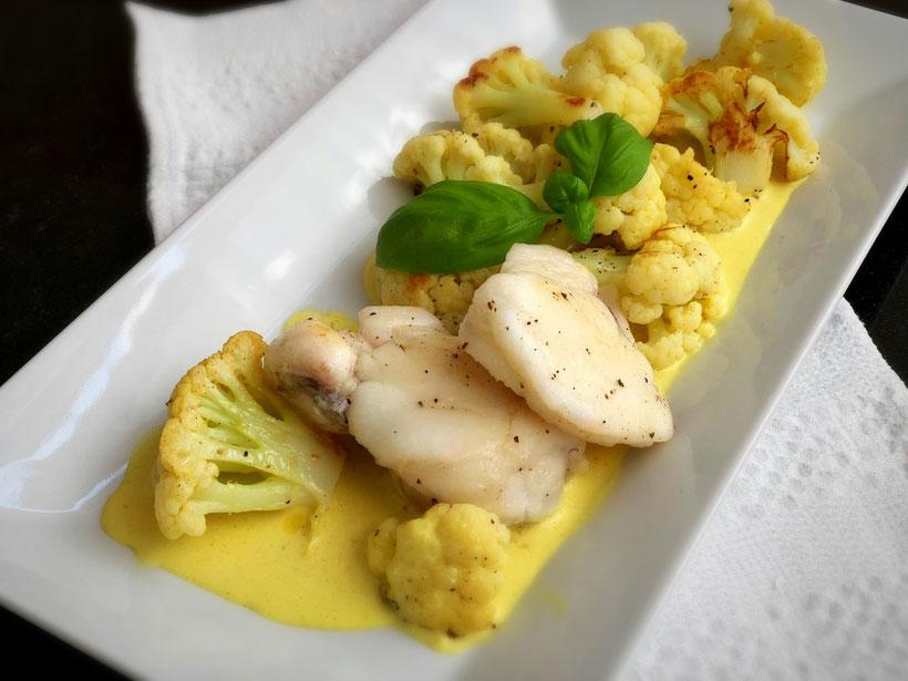 Seeteufel auf Blumenkohlcurry, Fisch, Blumenkohl, Curry