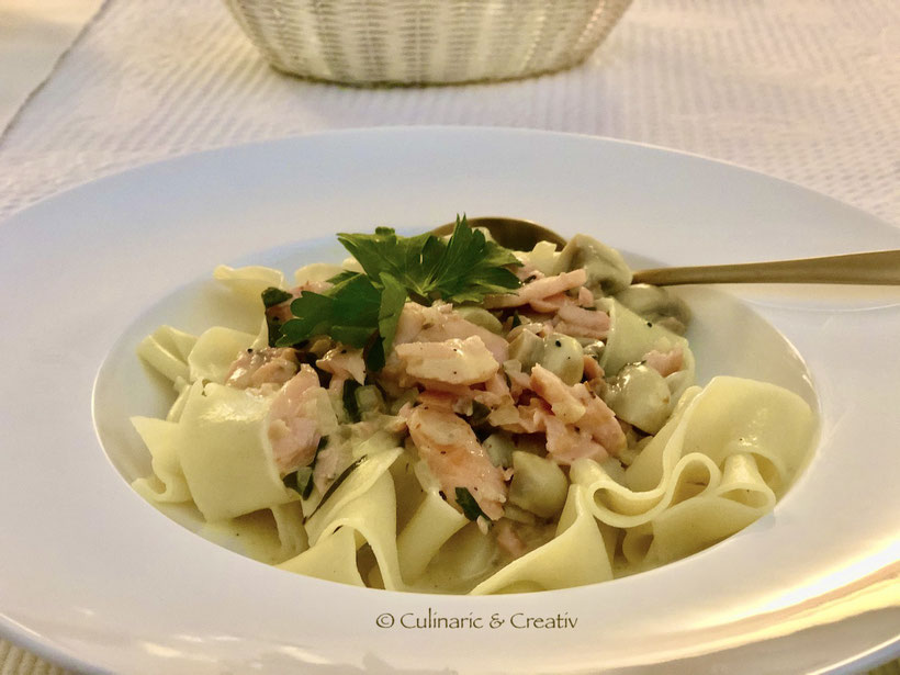 Pappardelle mit Lachs-Champignons in Zitrus-Sauce