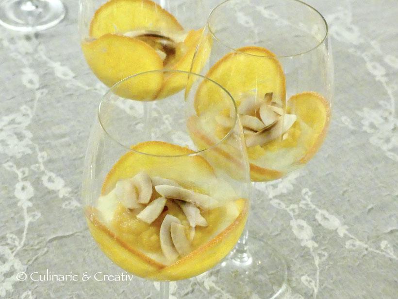 Orangen-Pannacotta mit gerösteten Kokoschips… und Orangen-Curd