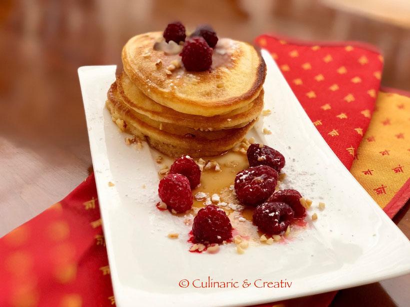 Haselnuss-Pancake mit Ahornsirup & Himbeeren