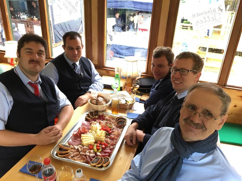 Die Crew des DVZO zum Zmittag (von links nach rechts): Martin Aeschbacher, Christoph Gerber, Michael Manser, Christoph Felix und Oskar Brodmann
