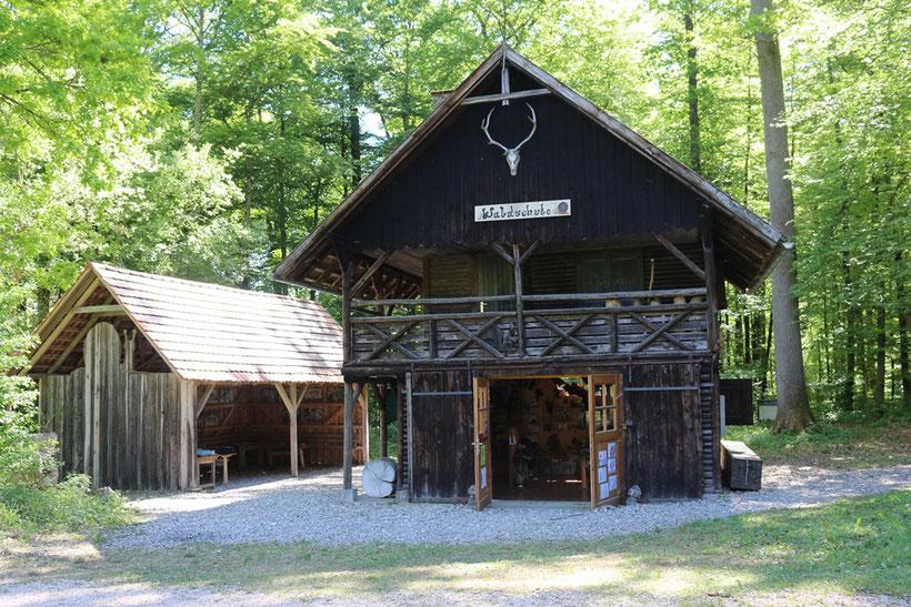 Idyllisch gelegen im Wald - die Waldschule Schneckenhaus
