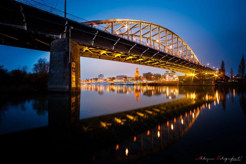 Kerstkleuren op de John Frostbrug in Arnhem