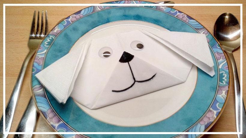 Tischdekoration Servietten falten Hundekopf. Deko leicht und einfach DIY Tier Servietten falten für Kinder. Anleitung Hund für Anfänger.