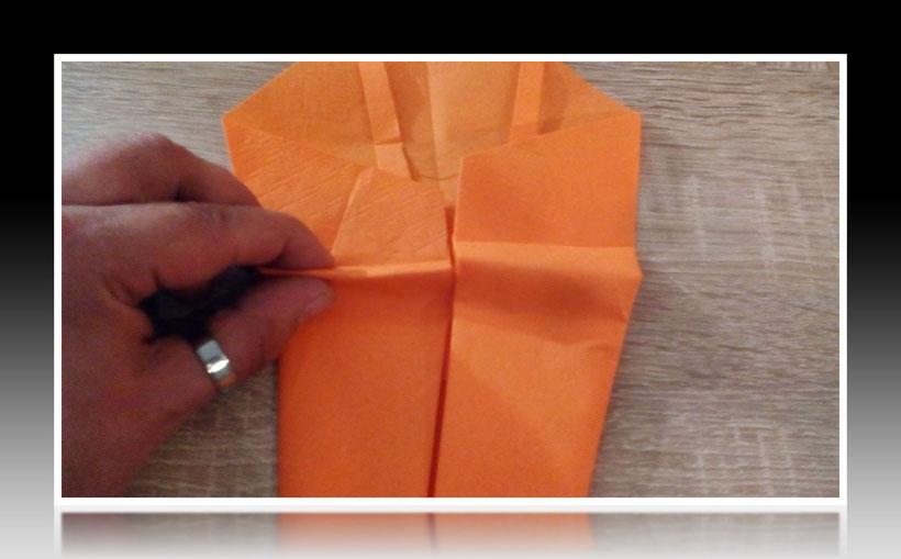 Tischdekoration Servietten falten Garnele für Kindergeburtstag. Deko leicht und einfach DIY Geburtstagdeko Servietten falten für Anfänger. Anleitung für einen Fisch. Tolles Motiv selber basteln.