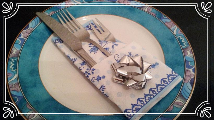 Tischdekoration Servietten falten Bestecktasche einfach. Deko leicht und einfach DIY Geburtstagdeko Servietten falten für Anfänger. Anleitung Bestecktasche. Tolles Motiv zum selber basteln.