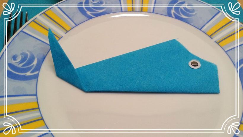 Tischdekoration Servietten falten Wal. Deko leicht und einfach DIY Fisch für Anfänger.