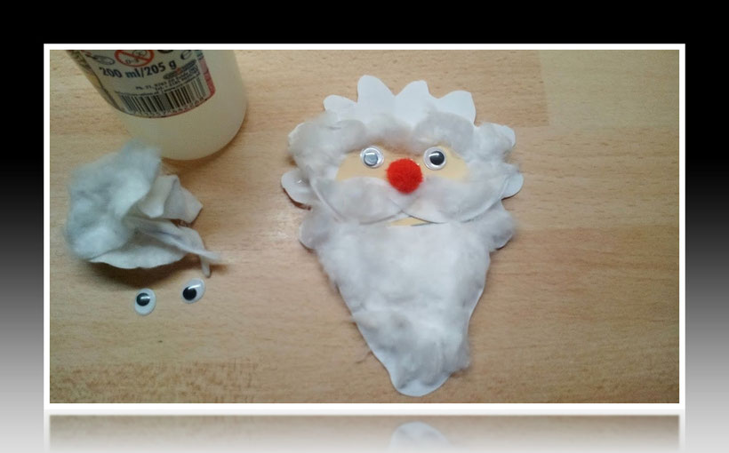 Tischdekoration Servietten falten und basteln Weihnachtsmann für Weihnachten. Deko leicht und einfach DIY Geburtstagdeko Servietten falten und basteln für Anfänger. Anleitung für einen Weihnachtsmann. Tolles Motiv selber basteln.