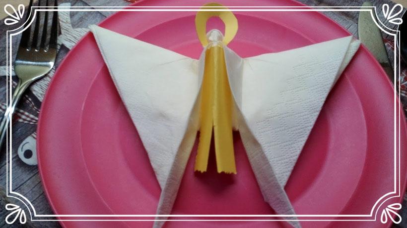 Tischdekoration Servietten falten Weihnachtsengel. Deko leicht und einfach DIY für Anfänger.