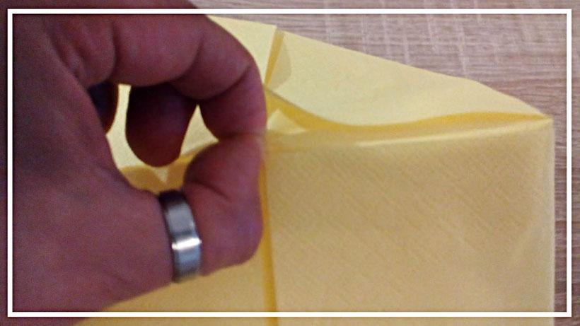 Tischdekoration Servietten falten Nest. Deko leicht und einfach DIY Weihnachten Servietten falten für Anfänger. Anleitung Osternest.