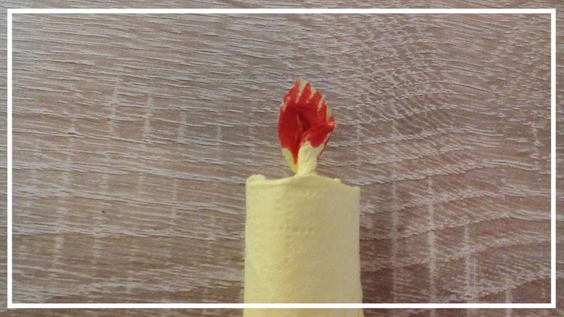 Servietten falten Kerze