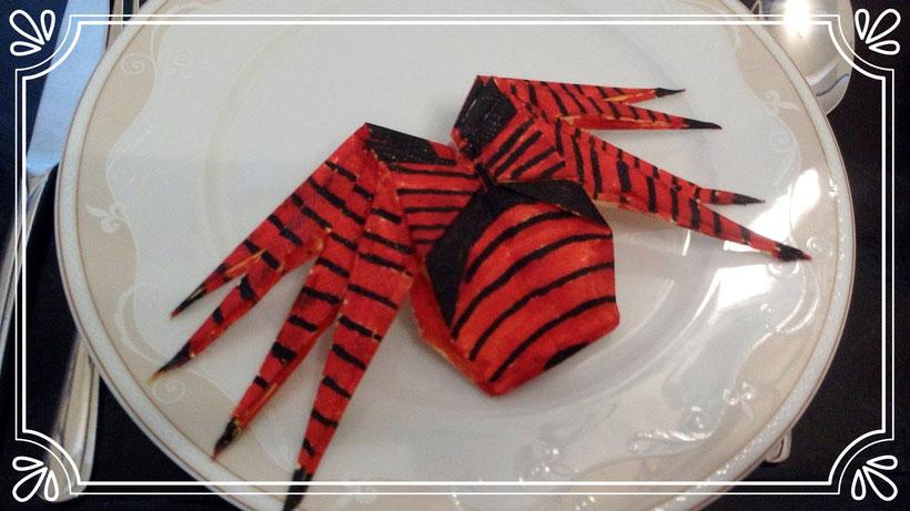 Servietten falten Spinne
