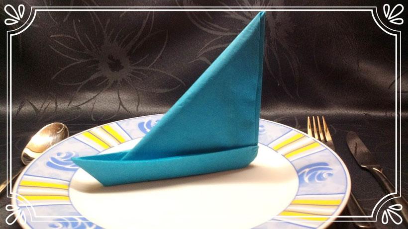 Servietten falten Segelschiff