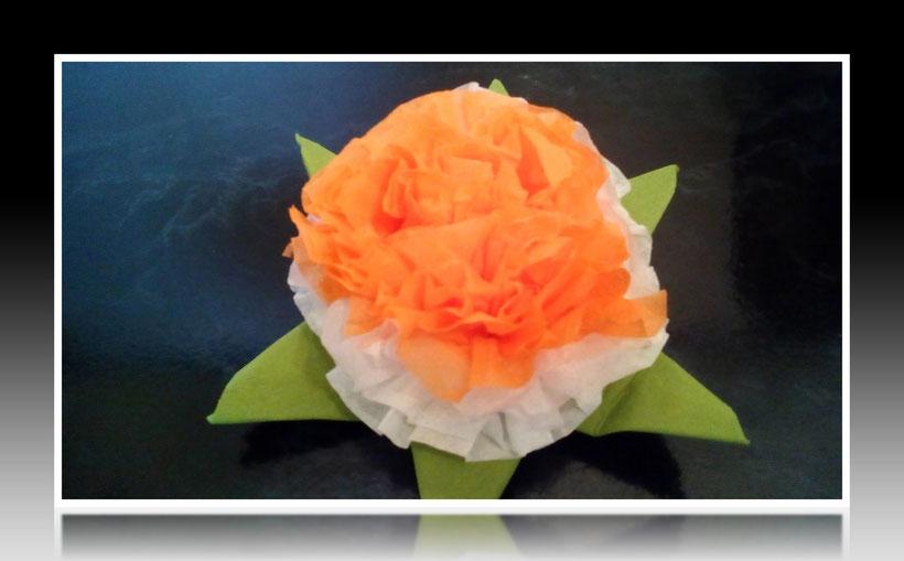 Tischdekoration Servietten falten Hortensienblüte für Geburtstag und Weihnachten. Deko leicht und einfach DIY Geburtstagsdeko Servietten falten für ein Dinner. Anleitung für eine Hortensie Blume als Dekoration. Tolles Motiv selber basteln.