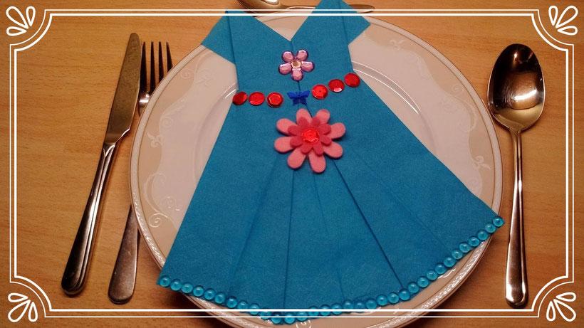 Servietten falten Kleid