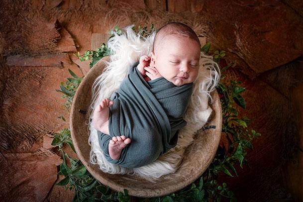 Baby Fotoshooting von einem Neugeborenen Mädchen