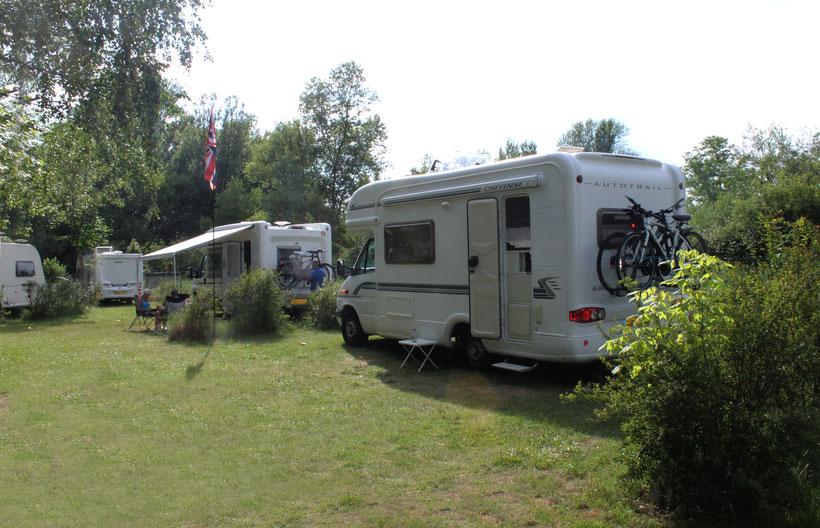 camping auvergne allier vichy emplacement 120 camping car caravane grand emplacement stabilisé