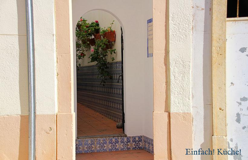 Einfach! Küche! (ab)gefahren - Adeus Algarve - Ein Hauseingang in Silves