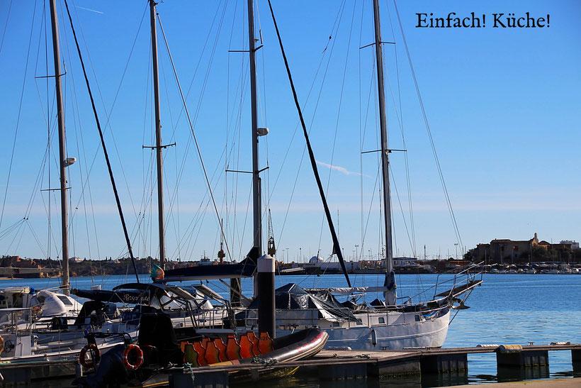 Einfach! Küche! Schiffe im Hafen von Portimao, Portugal