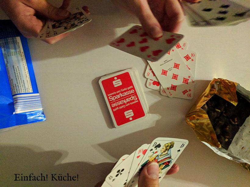 Einfach! Küche! Unser Tag in Bildern: Kartenspielen