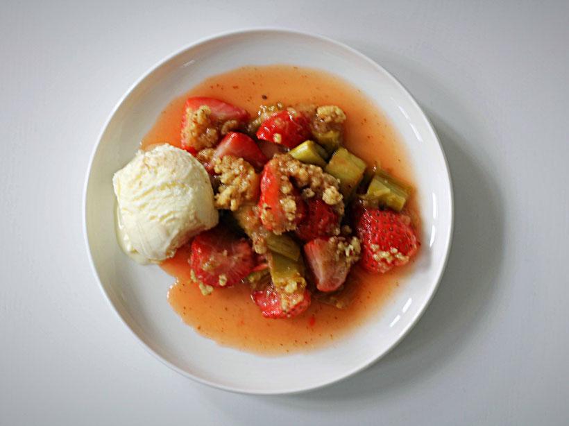 Einfach! Küche! Erdbeer Rhabarber Crumble