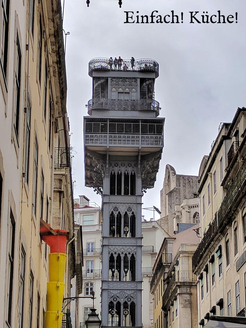Einfach! Küche! (ab)gefahren - Adeus Algarve - Ein Aufzug mitten in Lissabon
