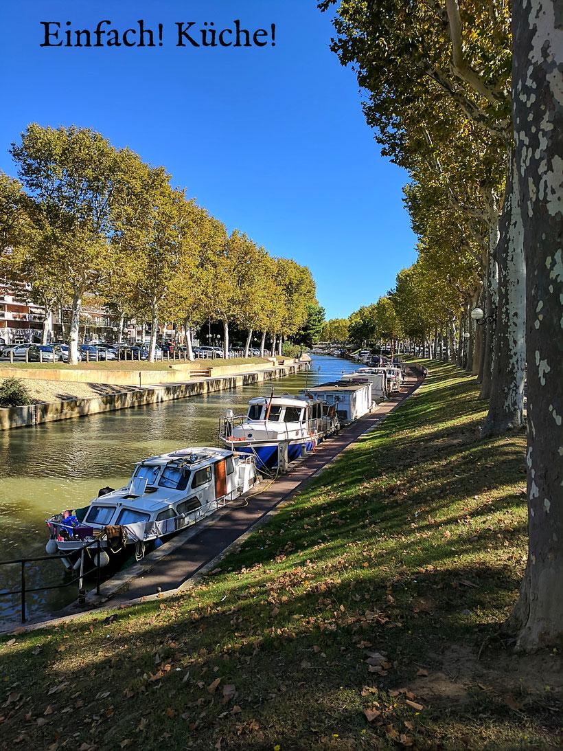 Hausboote auf dem Kanal in Narbonne