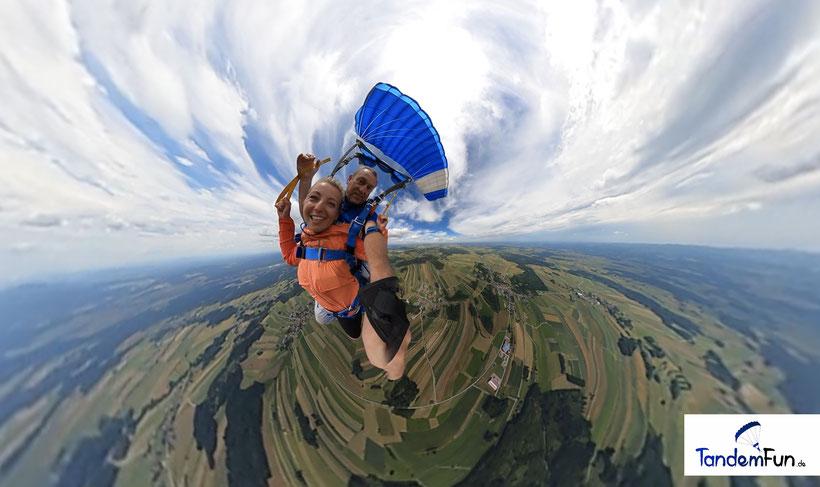 Fallschirmspringen in Skydive Klatovy Tschechien nicht weit von Bayern, Regensburg, Nürnberg und Amberg.