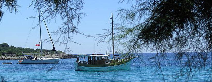 Skipperpraxis und Skippertraining auf Motoryachten, Segelyachten und Holzyachten in Kroatien, Dalmatien